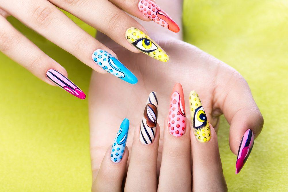 Manicura slider en cursos de uñas acrílicas